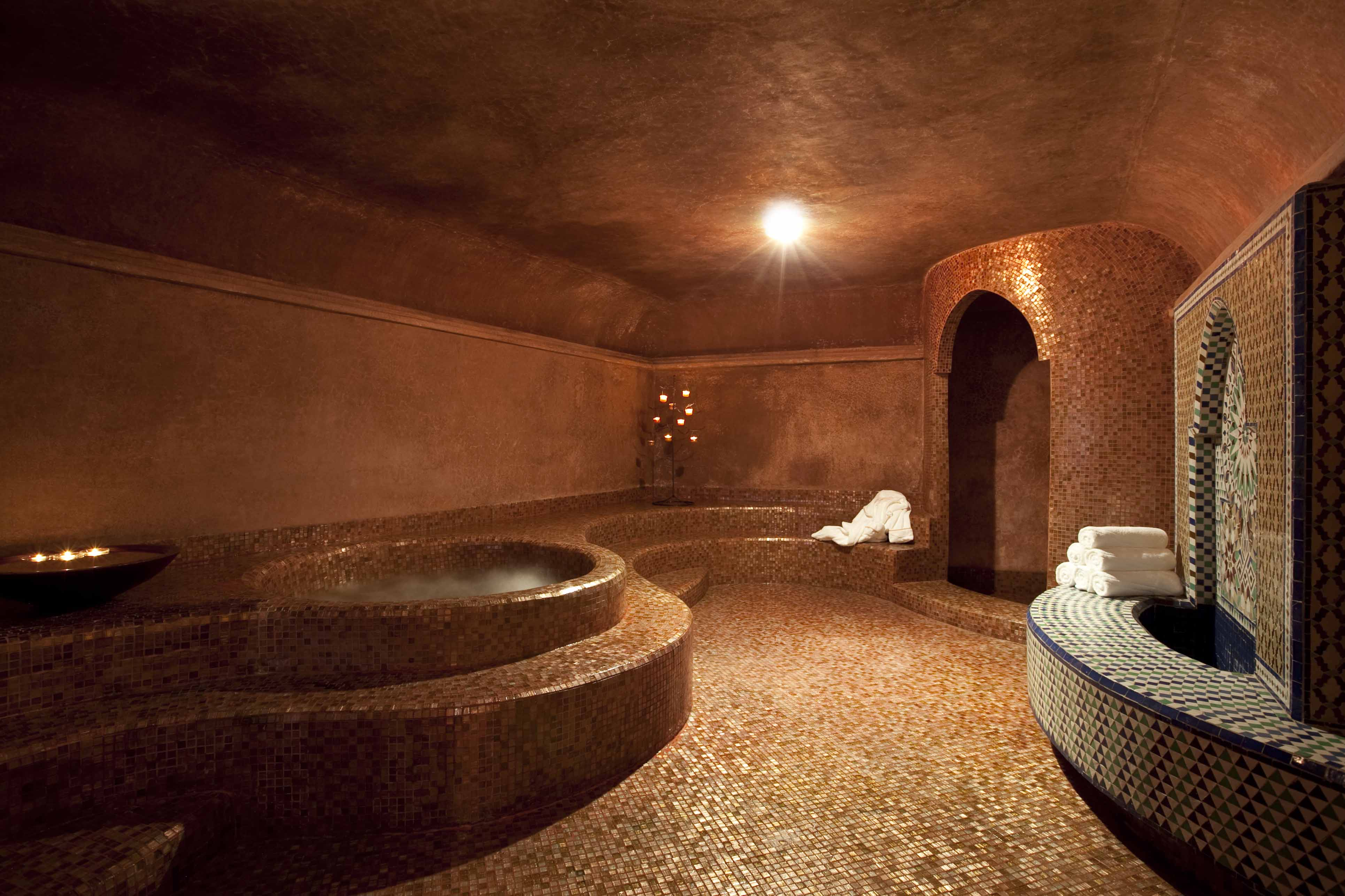 Venez d couvrir les bienfaits de spa dellarosa marrakech for Salle de bain style hammam