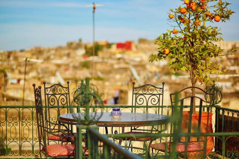 morocco_fez_beautiful_and_cozy_moroccan_restaurant_with_orange_tree_0