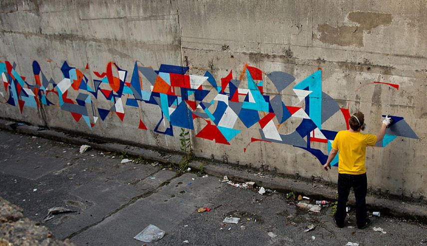 Swiz-working-on-a-mural-photo-credit-LArosoir