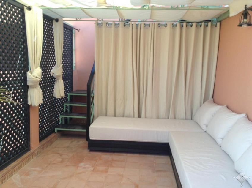 vue-terrace-salon-tres-joli-appartement-en-plein-coeur-de-gueliz-a-marrakech-a2025mg-1m
