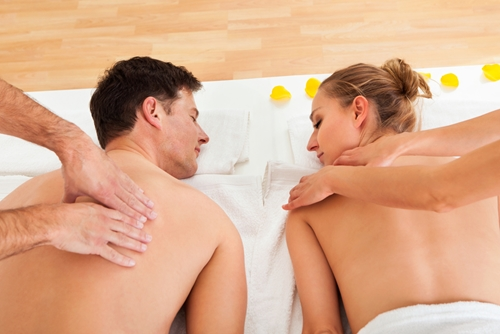 a-couples-massage-is-one-of-the-best-ways-to-make-your-vacation-as-relaxing-as-it-can-be-_94_386807_0_14084613_500